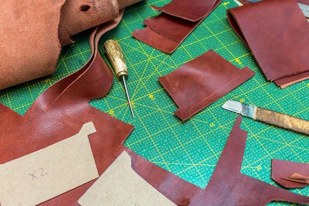 Criação de couro de costura carteira artesanal em couro artesanal