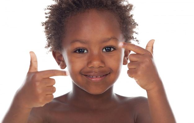 Criança africana dizendo ok