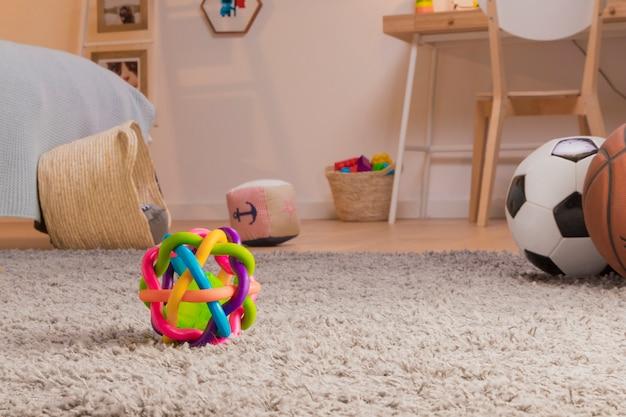 Criança brinquedos ainda vida