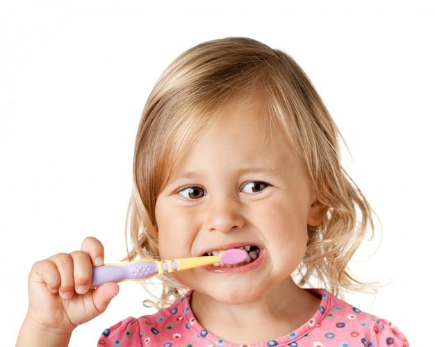 Criança com escova