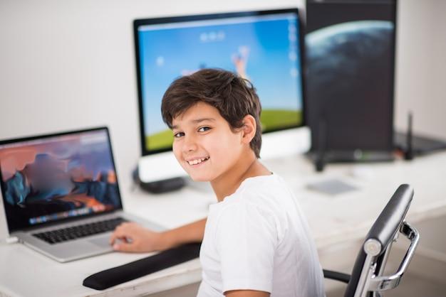 Criança, computador, trabalhando