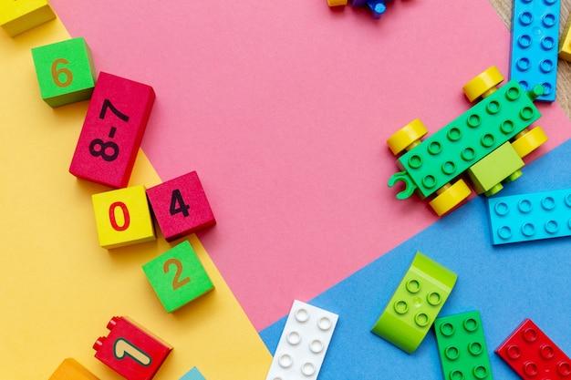 Criança criança educação brinquedos cubos plana colocar fundo
