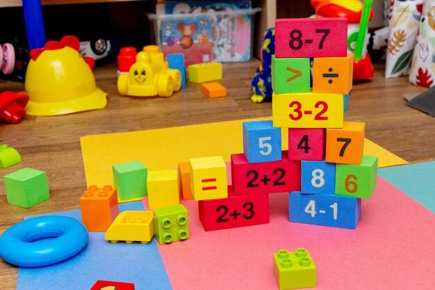 Criança criança educação colorida brinquedos cubos com padrão de números