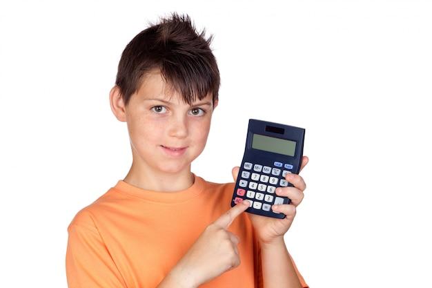 Criança engraçada com uma calculadora isolada no fundo branco