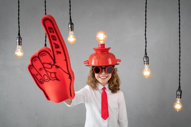 Criança esperta finge ser empresário