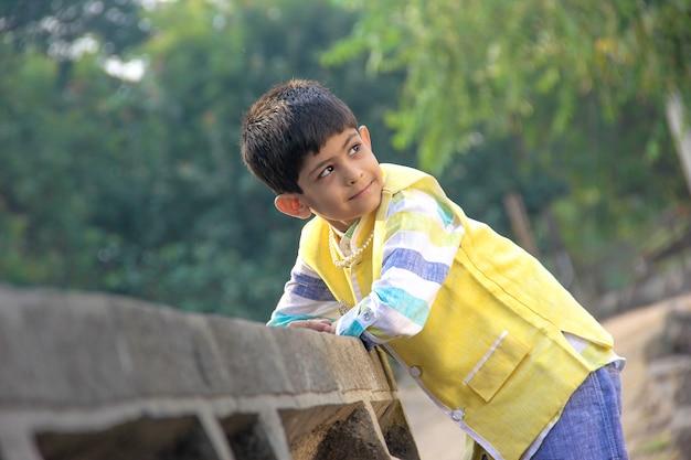 Criança indiana inteligente