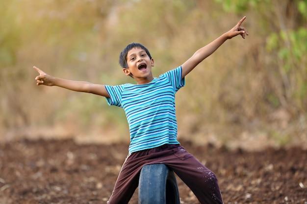Criança indiana rural