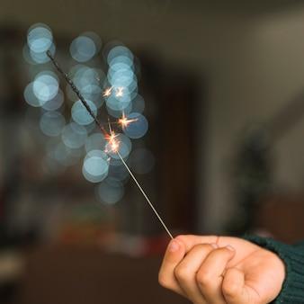 Criança, mostrando, bengal, luz