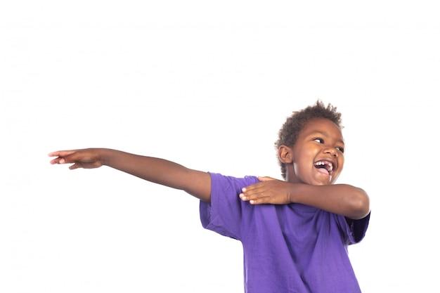 Criança pequena engraçada estendendo seus braços