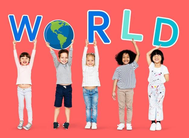 Crianças apoiando causas ambientais