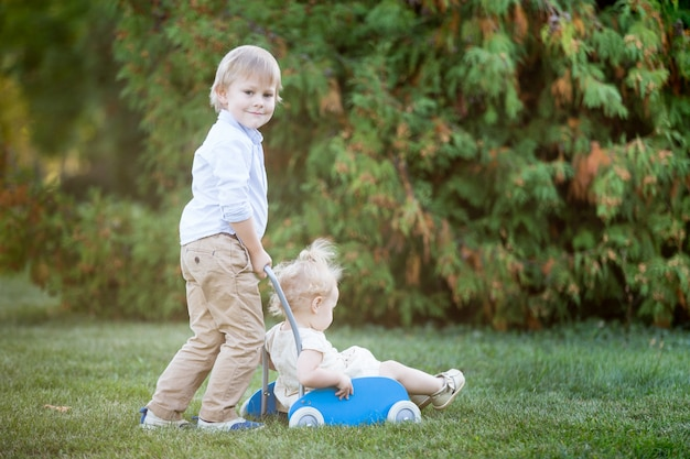 Crianças brincando juntos