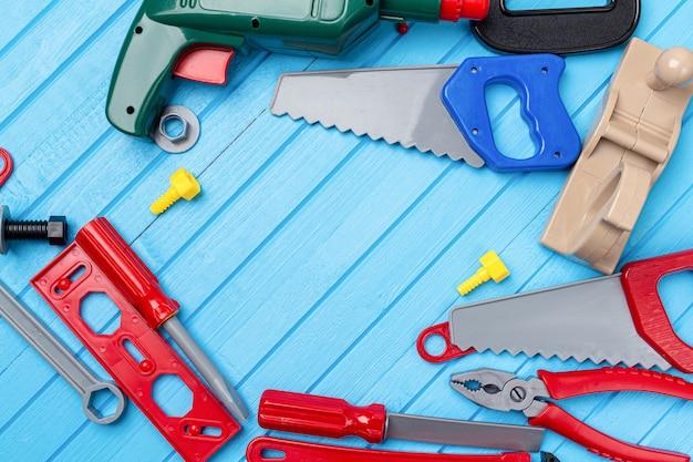 Crianças brinquedos coloridos ferramentas