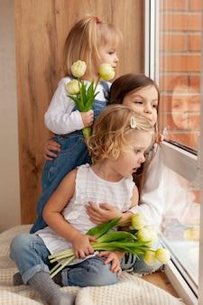 Crianças com flores