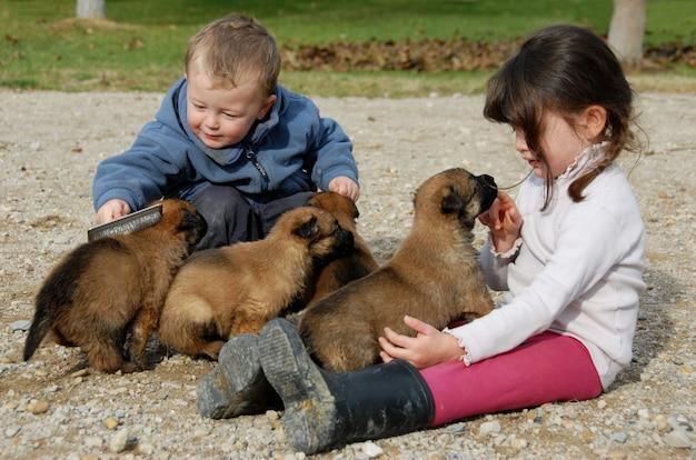 Crianças e filhotes