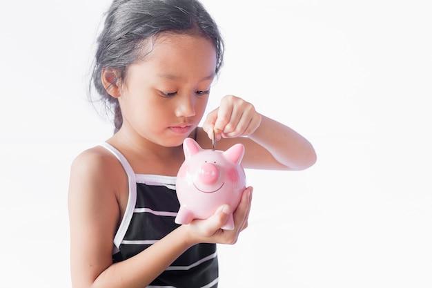Crianças economizam dinheiro.
