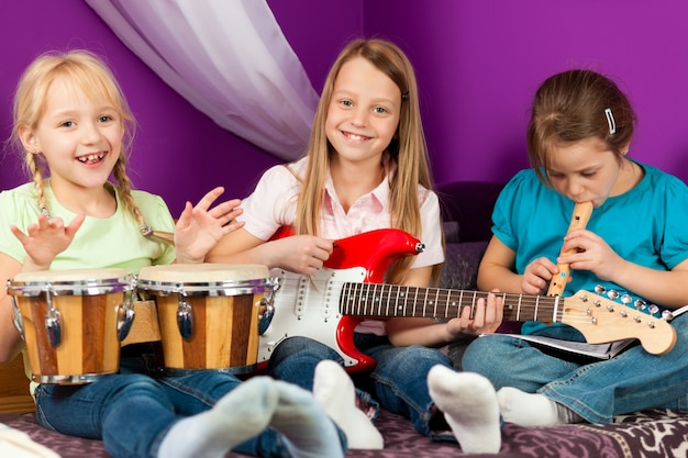 Crianças fazendo música