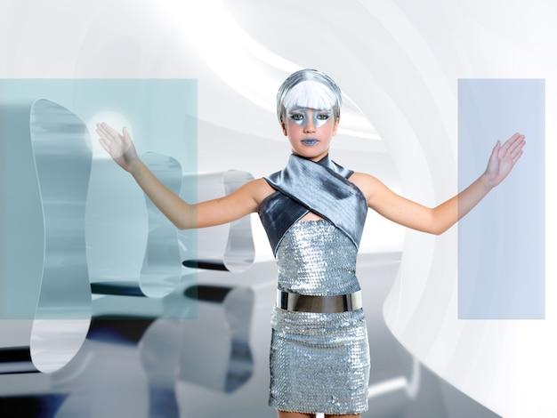 Crianças futuristas menina toque dedo copyspace tela