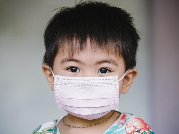 Crianças na máscara facial