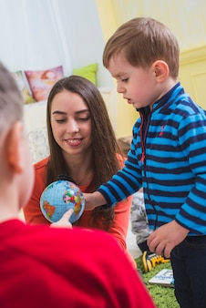 Crianças, olhar, planeta, modelo