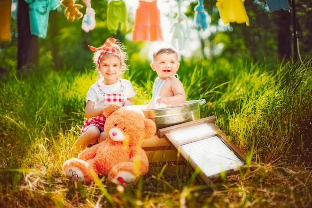 Crianças se divertindo juntos