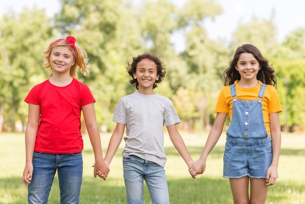 Crianças, segurar passa