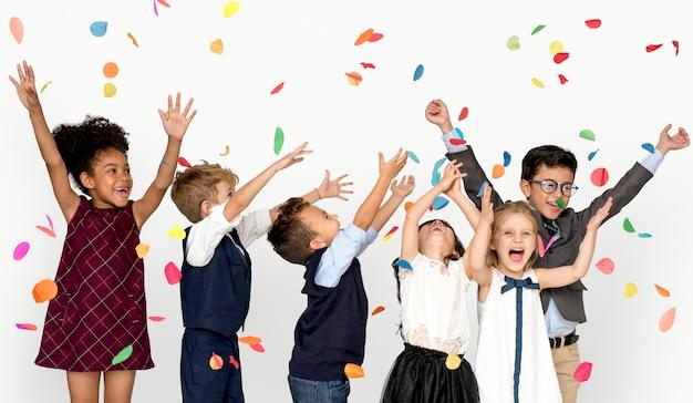 Crianças, sorrindo, felicidade, amizade, união, celebração, estúdio, retrato