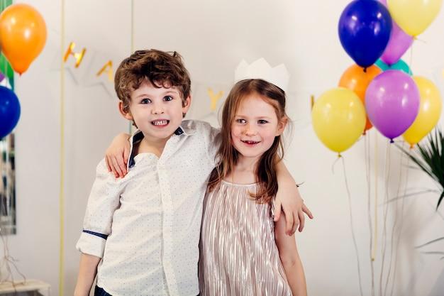 Crianças, tendo divertimento, ligado, partido aniversário