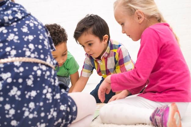 Crianças, tocando, grupo
