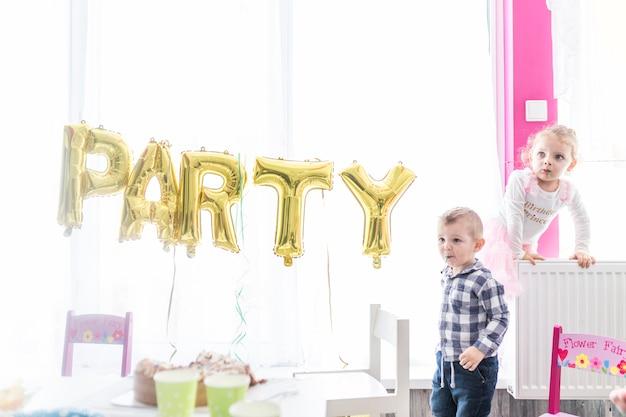Crianças, tocando, ligado, partido aniversário