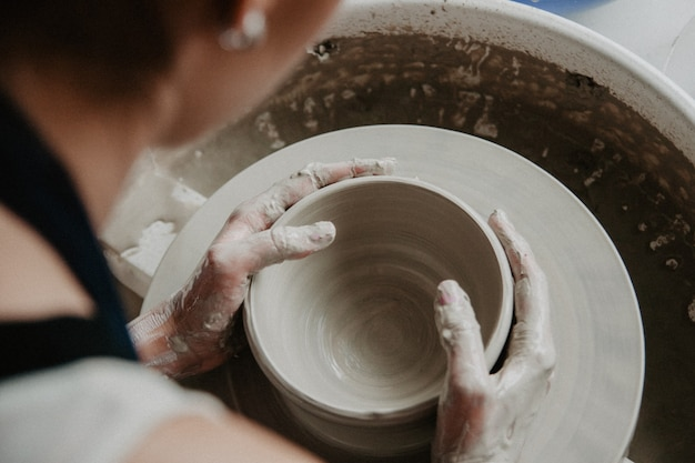 Criando uma jarra ou vaso de argila branca