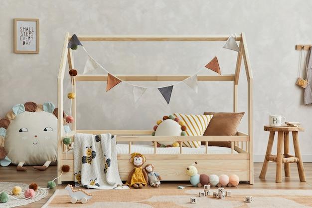 Criativo scandi childs room interior com mock up pôster moldura brinquedos de pelúcia e decoraçãostemplate