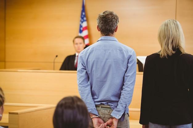 Criminoso à espera de decisão dos tribunais