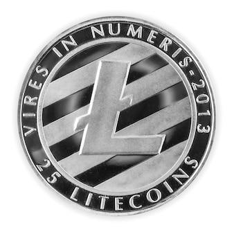Criptomoeda litecoin ltc de prata isolada em um fundo branco, moeda física e símbolo de criptografia