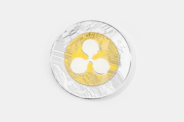 Criptomoeda moeda ondulada isolada no fundo branco