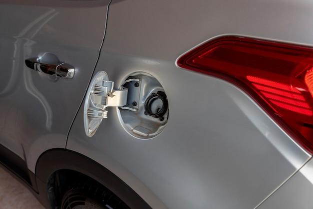 Crise de abastecimento de combustível aberta tampa do tanque de combustível do veículo