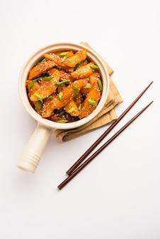 Crispy honey chilli potatoes é um lanche super viciante da culinária chinesa indiana
