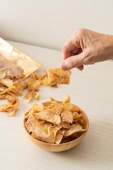 Crispy sweet taro chips - lanche saudável