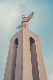 Cristo redentor de lisboa com nuvens