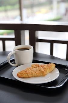 Croissant com café