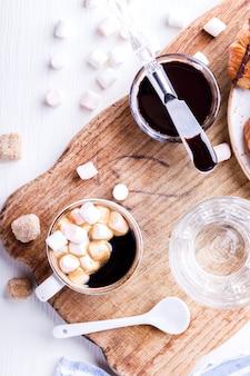 Croissant com chocolate espresso com marshmallow glass