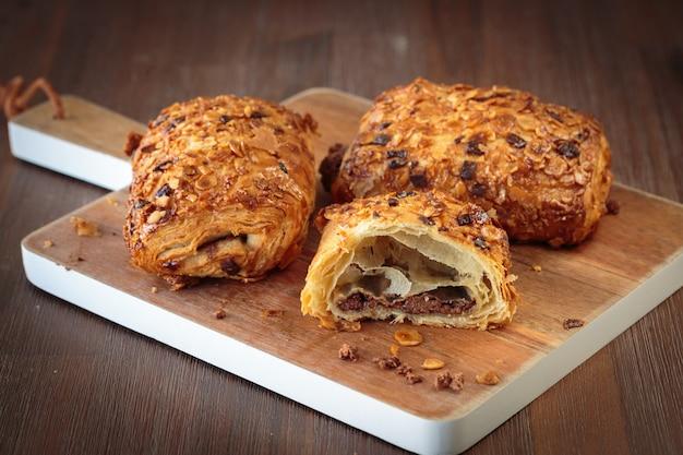 Croissant de pão de chocolate