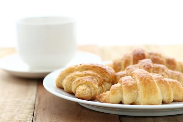 Croissant e café