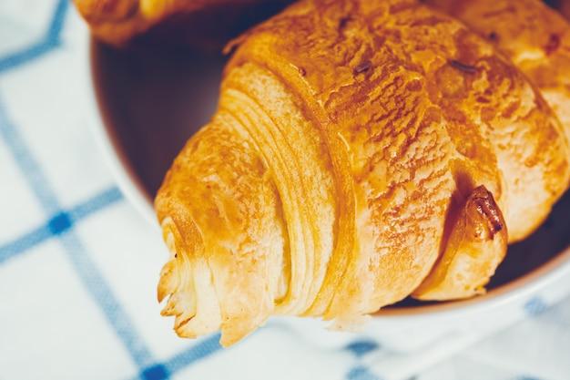 Croissant francês caseiro close-up