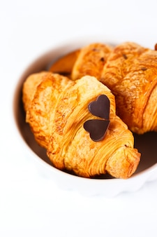 Croissant saboroso cozido fresco