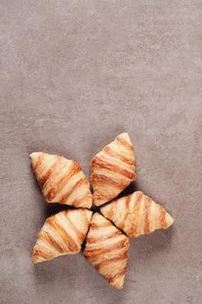 Croissants em cinza