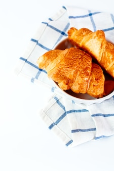Croissants franceses caseiros recém-assados