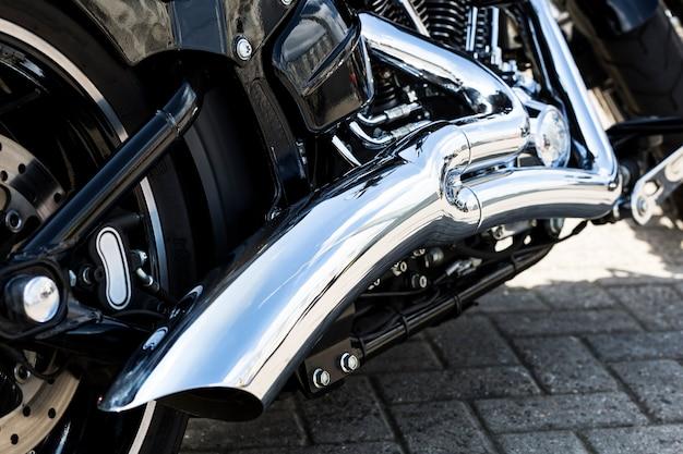Cromo no motor da motocicleta