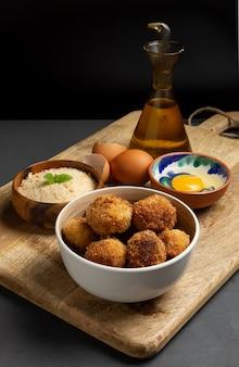Croquetes caseiros com ovo e panko