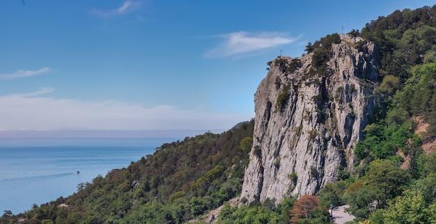 Cross mountain ou uryanda (uryanda-isar) na costa sul da crimeia perto de yalta