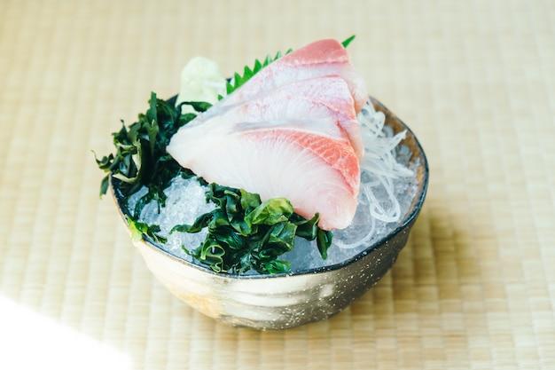 Cru com sashimi de peixe de carne hamachi fresco
